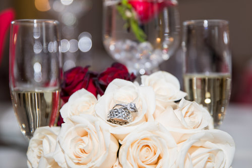 weddingrings_bridalbouquet.jpg