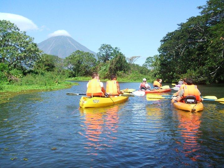 Kayaking Lake Nicaragua alt text