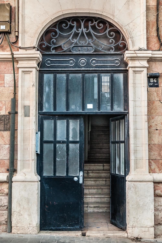 jaffa-st-black-door-jerusalem-israel_12490430795_o.jpg
