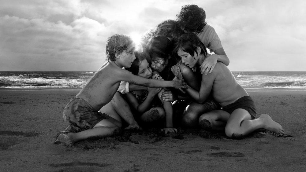 Yalitza Aparicio & the family in  Roma  | Netflix