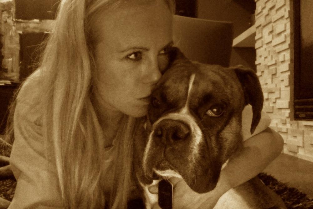 ... og en annen hund som også elsker deg - det synes bare ikke så godt på dette bildet.