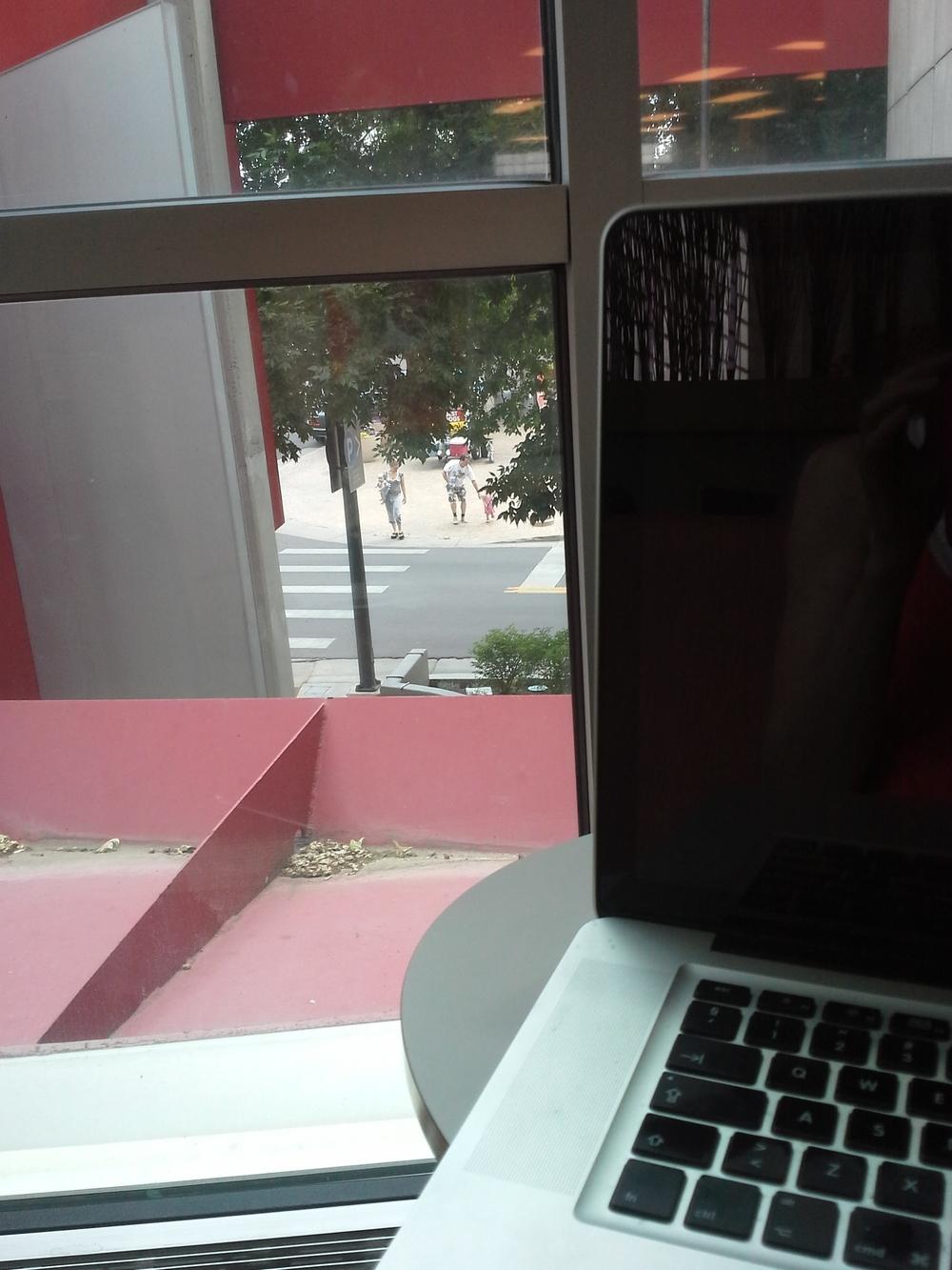 Jobbe på biblioteket - med utsikt til et tak :)