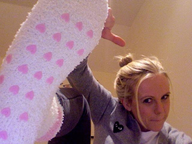 I det minste hadde jeg lekre sokker. Og var tydelig stolt av dem. Med stor sannsynlighet på engelsk. Med rosa skrift.