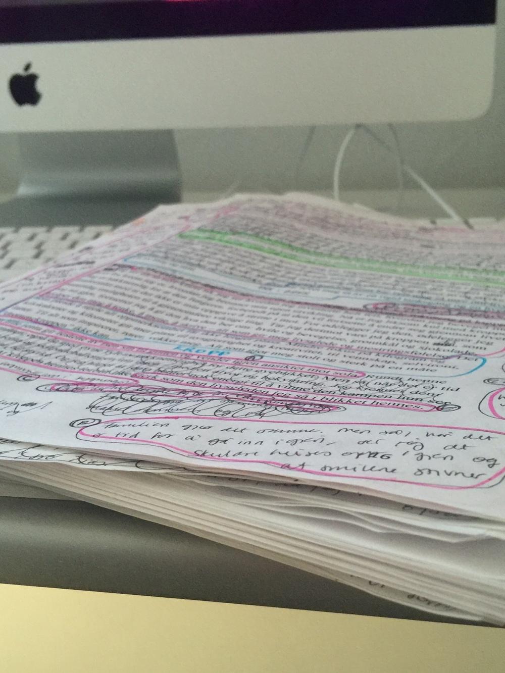 Notater flyter over på kontoret mitt og jeg har null oversikt over hvilke utkast de ulike sidene tilhører - men tør likevel ikke kvitte meg med dem. Enda.