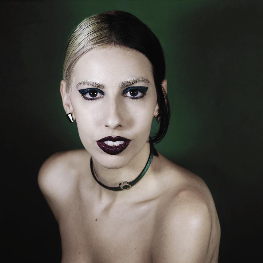 Faustina-green-liner.png