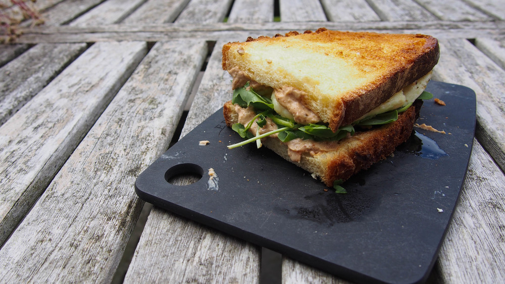 halloumi hummus sandwich