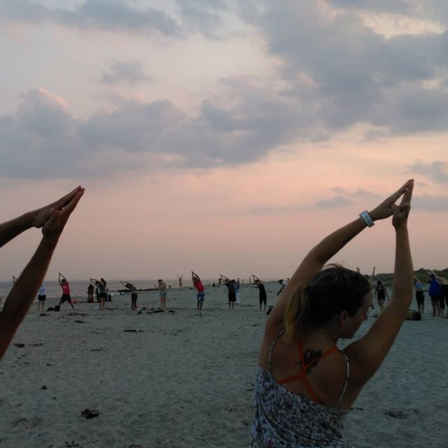 Just last week.. yoga on a hidden beach in the Rockaways at sunset after a scenic boat ride with @yoga_yacht. Felt connected with the ocean, nature and a beautiful circle of people. What a magical experience on a Thursday night in NYC!