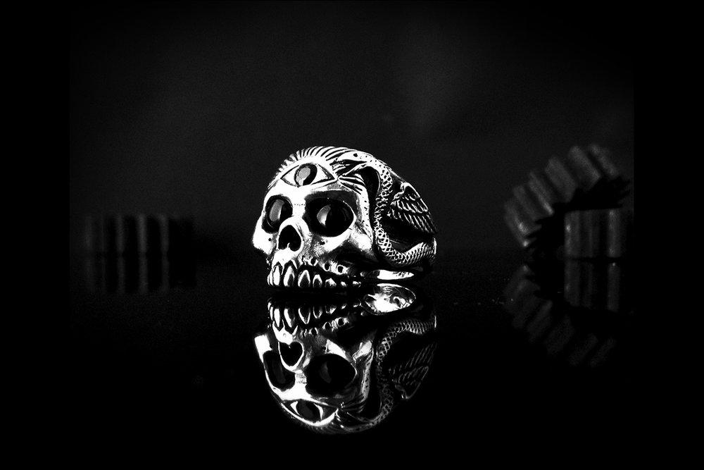 silver skull ring w 3rd eye.jpg