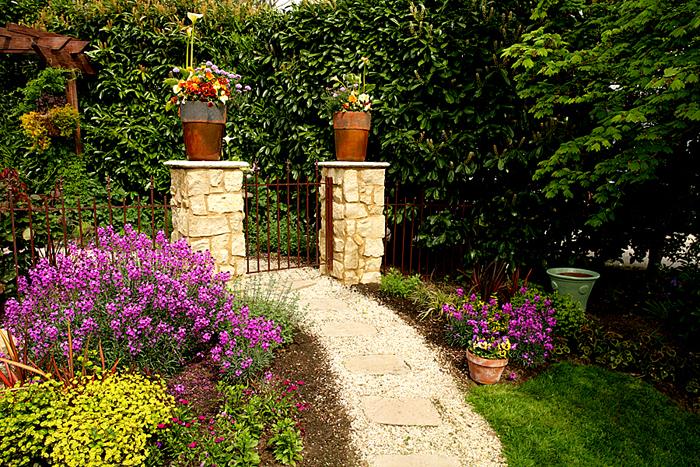 003 Garden Walk H.jpg