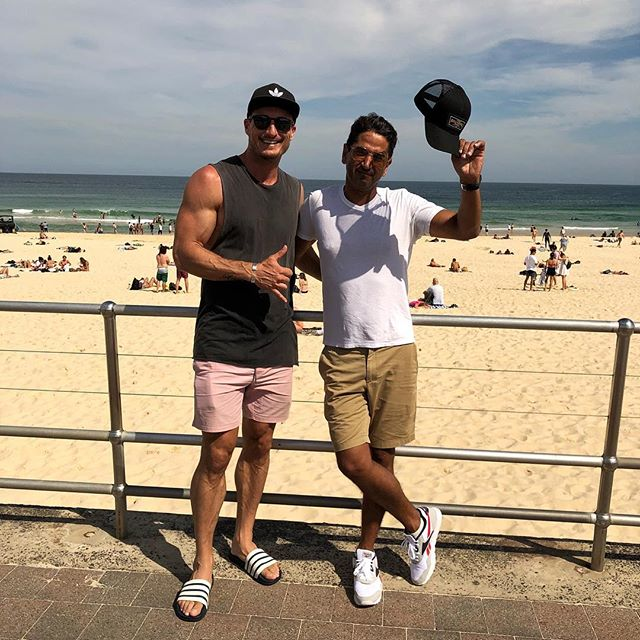 From LA 🇺🇸 to SYD 🇦🇺 Such a great surprise catching up with this legend today! So glad Bondi turned on the sunshine for you mate 😜 . #foundmyshirt #lostmysleevestho #cantwinemall #amirightgirls