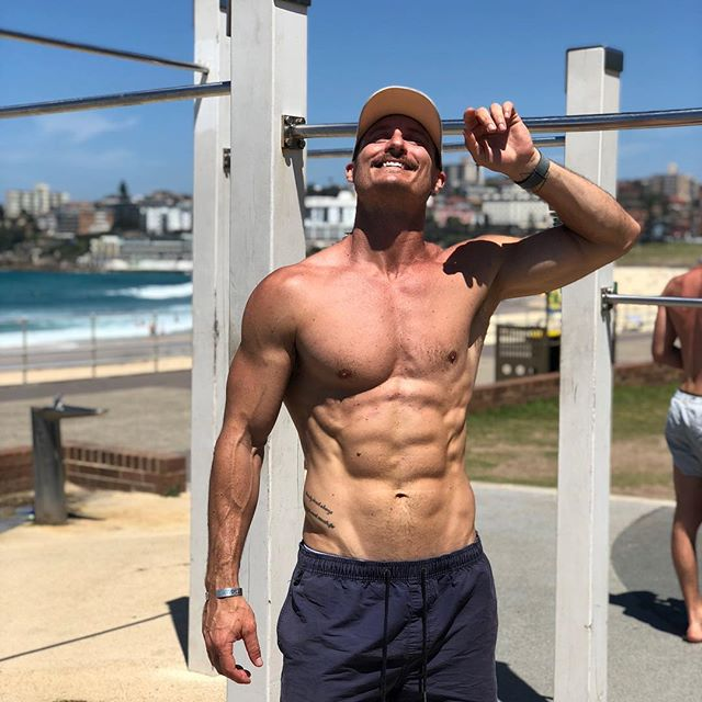 Thanks sunshine, you've been great ☀️😍 My next round of outdoor training starts tomorrow and I'm so pumped to get back amongst it! There's still a couple of spots left, if you're interested shoot me an email or DM 😊🙌🏼 . 📷 @denysbondi  #sundayfunday #bondibeach #sydneysummer #gettinitdone