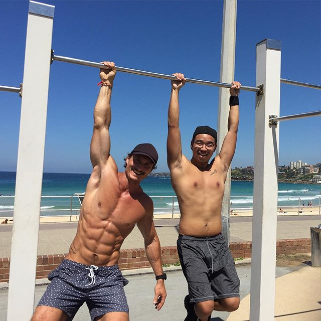 Just hanging out with my client Ben who had a lost a whopping 20kgs and built enough strength for unassisted pull-ups - a massive milestone in anyone's training! 😃💪🏼 . #justactingcasual #forthegram #notraininghere #justposing