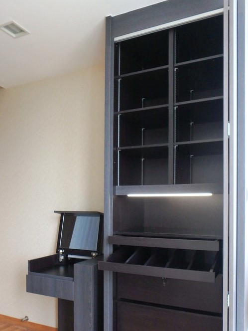 HERS   Scarves, jewellery, watches - a place for everything and everything in its place. The shelves are height adjustable to suit all size of bags and wristlets.