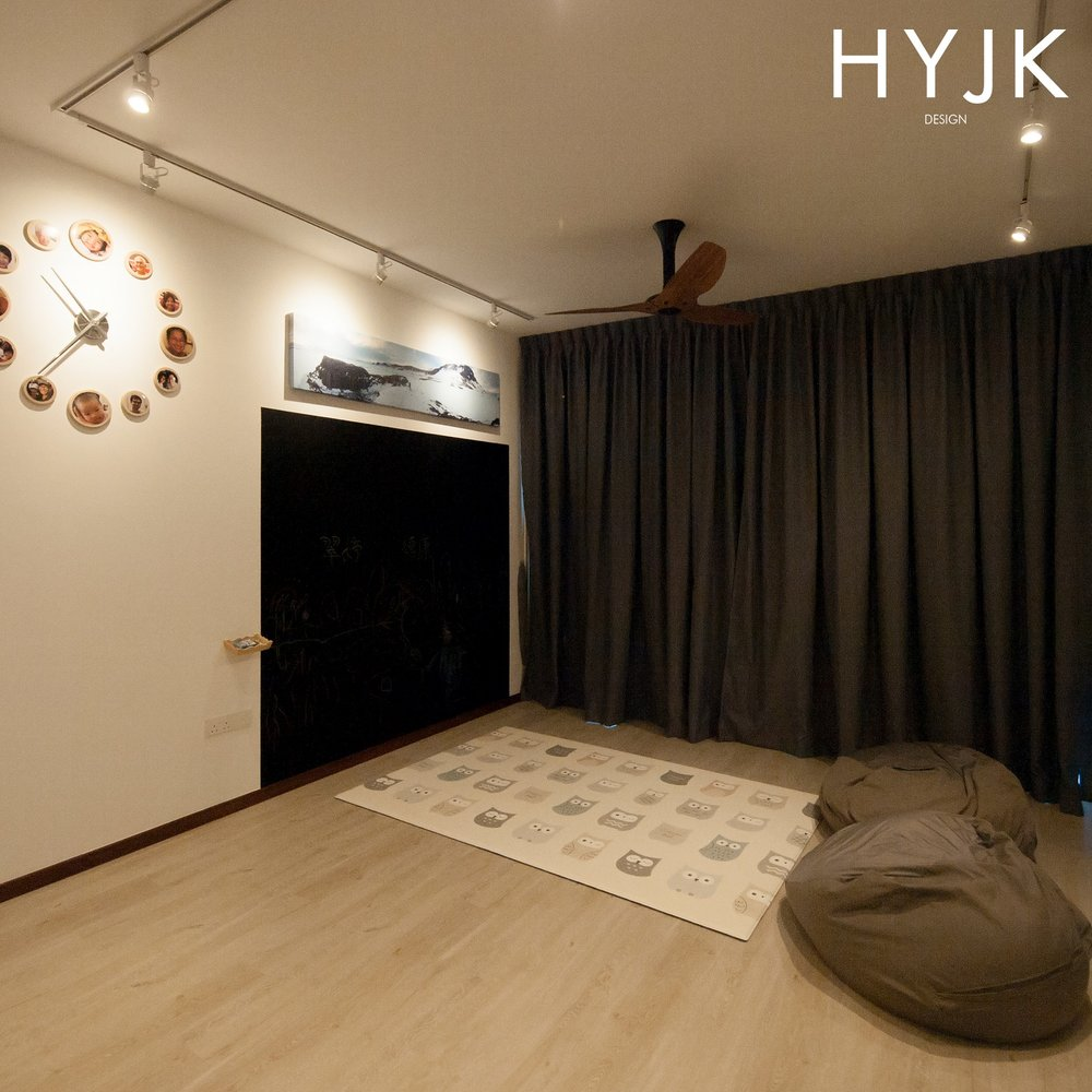Chalkboard painted wall at Sea Horizon. (Project Memo from Sweden)