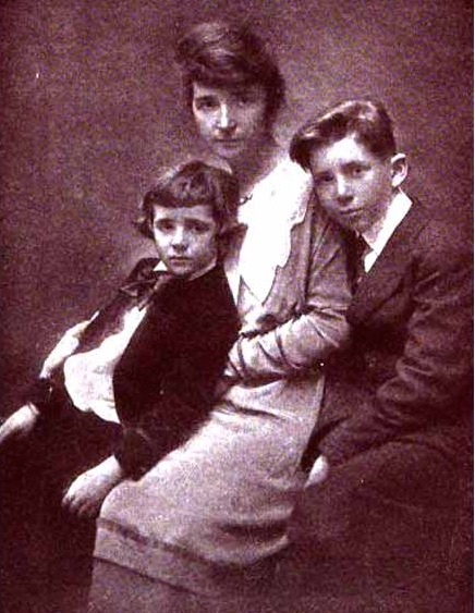 Margaret Sanger with her two sons in late 1915.