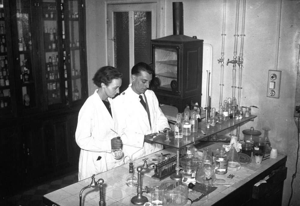 Irène and Frédéric Joliot-Curie in their laboratory in 1935.  (Public domain, originally from Bibliothèque nationale de France)