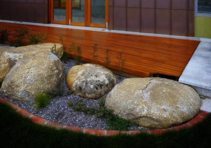 SPhouse poolrocks.jpg