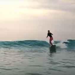 Lara Valente longboarding