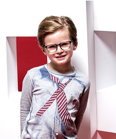 93ee0b1123 Féru de mode, il garde un mauvais souvenir des lunettes qu'il portait étant  petit. Pour faire plaisir à ses neveux et aux enfants ...
