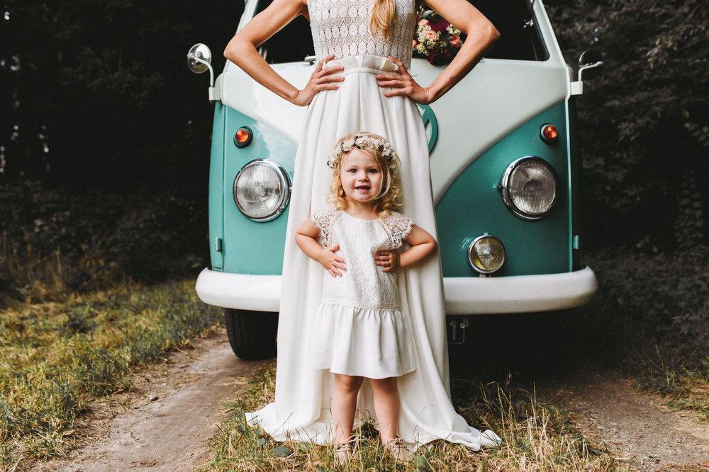 445db39a02512 Lorafolk continue d habiller les petites filles et propose cette saison  deux adorables petites robes en mousseline brodée
