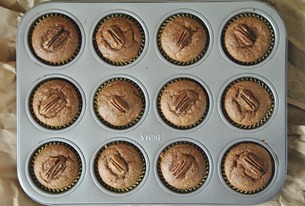 vegan-gluten-free-pumpkin-muffins-tin