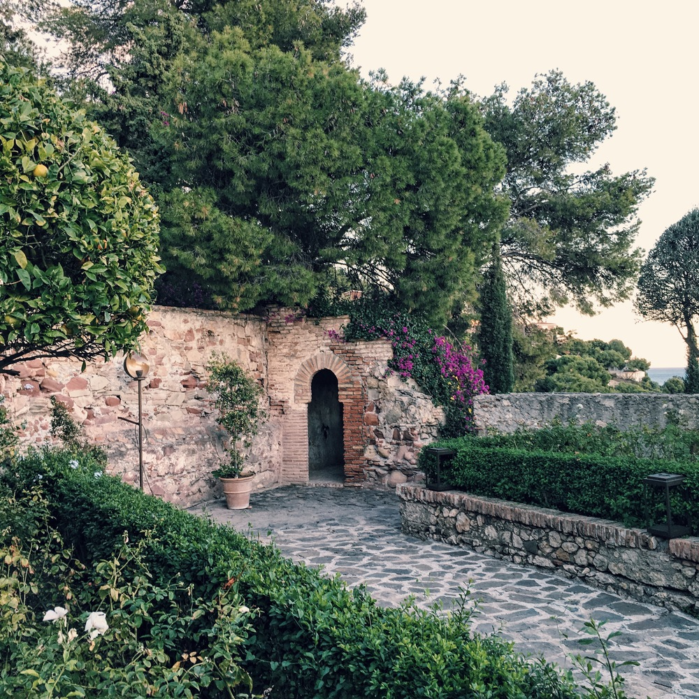 Castello De Santa Garden & ancient ruins