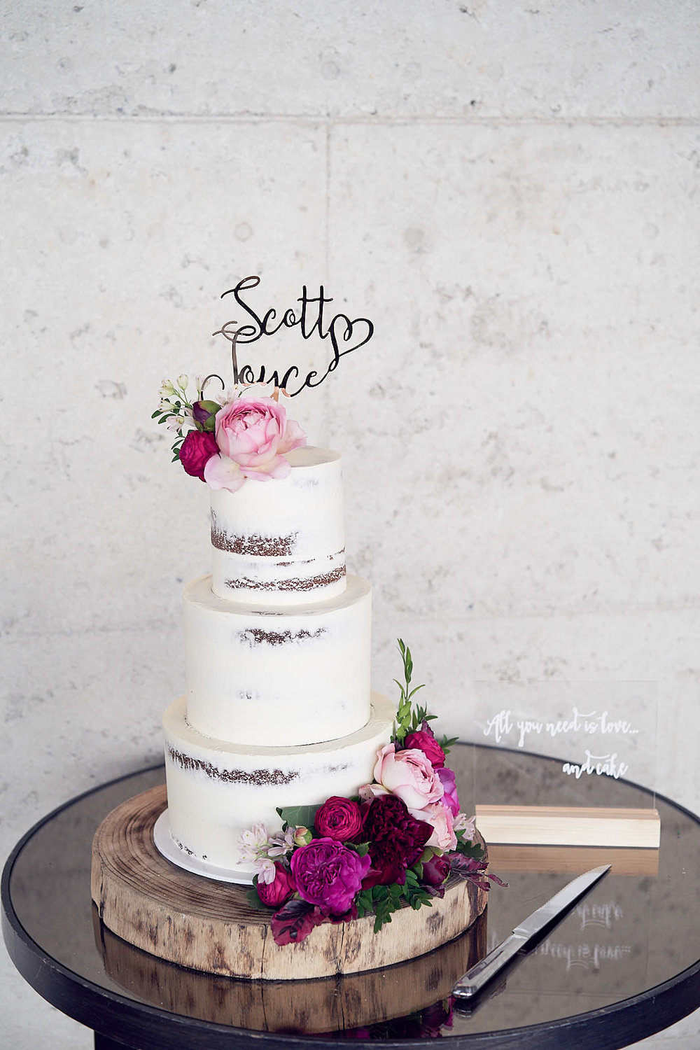 J & S Port Phillip Estate Wedding by Lost In Love Photography. #weddingcake