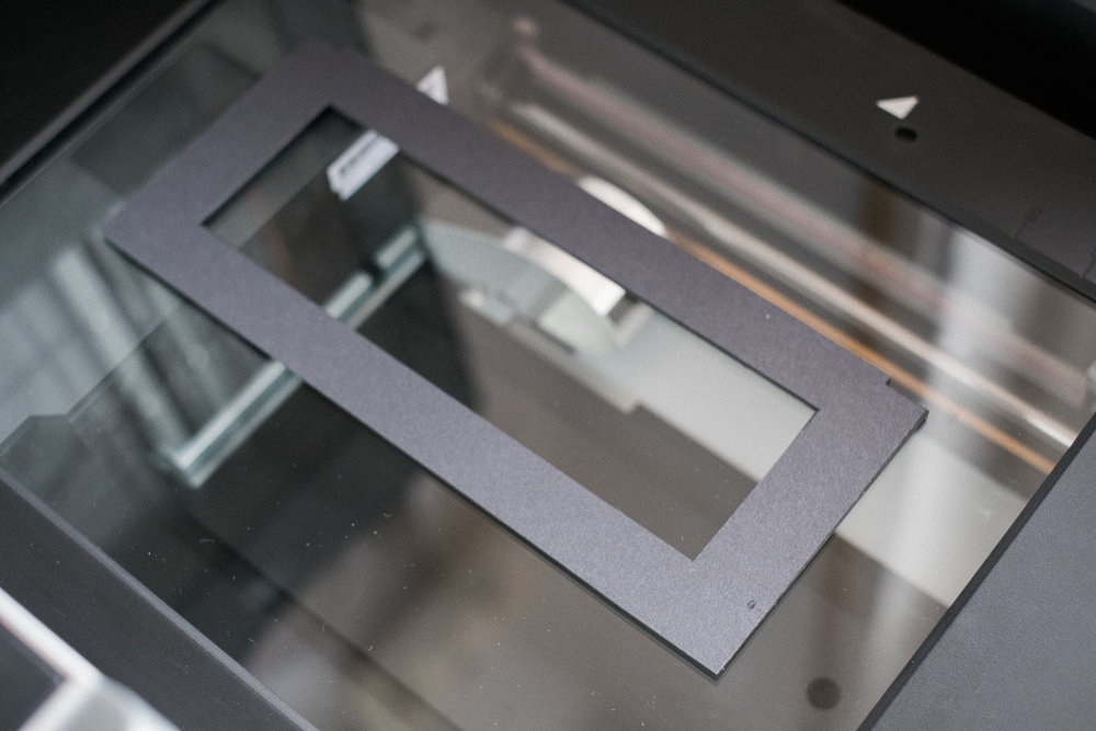 The self-made rubber support on the scanner glass.