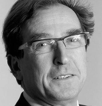 Louis-Bernard Buchman - Diplômé d'études approfondies en droit européen de l'Université Paris I Panthéon-Sorbonne en 1976, titulaire d'une licence ès lettres de l'Université de Paris III Sorbonne Nouvelle et d'une maîtrise de droit public de l'Université de Paris II Panthéon-Assas, Louis a été membre du Conseil National des Barreaux de 2009 à 2011 et du Conseil de l'Ordre des avocats de Paris de 2013 à 2015.Louis est avocat au barreau de Paris depuis 1975 et au barreau de New York depuis 1989. Il est spécialiste en droit international et de l'Union européenne et de droit de l'arbitrage.Il est également l'auteur de plusieurs publications juridiques en français et en anglais, sur les procédures judiciaires en France, le droit d'auteur, l'arbitrage et la médiation, et les questions de gouvernance d'entreprise. Il est depuis 1995, membre de la délégation française au CCBE (Conseil des barreaux de l'Union européenne) et préside le comité «Services juridiques internationaux » du CCBE.Il est associé dans le département règlements des litiges de Fieldfisher. Ses domaines de compétences sont le contentieux, l'arbitrage et la médiation, le droit de la concurrence, la propriété intellectuelle et les contrats commerciaux internationaux. Il conseille des sociétés grandes et de taille intermédiaire et des détenteurs de patrimoines importants. Il est de temps à autre désigné comme arbitre. Louis est régulièrement nommé par l'OMPI juge administratif de litiges de noms de domaine.Ayant travaillé dans le secteur de l'énergie pendant plus de 40 ans, Louis possède aussi une expertise particulière dans ce domaine. Il a notamment fait partie de l'équipe qui a négocié la première licence tripartite et le premier accord technique concernant un réacteur nucléaire à eau sous pression.