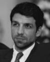 Antoine Barthe - Antoine s'est d'abord intéressé au Droit International, partageant ses cinq années d'études entre l'Angleterre et son pays natal. Son intérêt marqué pour les causes profondes du terrorisme l'a ensuite poussé à creuser les dynamiques de violences infra-étatiques lors d'un master à l'université de Georgetown à Washington DC.Après plusieurs expériences au sein des branches contre-terroriste de l'ONU, d'abord à Vienne puis à New York, Antoine a travaillé dans le monde des organisations non-gouvernementales de Bruxelles au Sri Lanka. Il a par la suite effectué des missions d'investigation en tant que consultant, notamment sur des questions d'intelligence économique. Puis il a collaboré dans le domaine de la sureté en Afrique. Après avoir été Directeur de la Sécurité pour l'entreprise CFAO en Côte d'Ivoire, il est actuellement à Paris, où il travaille en tant que consultant auprès du Ministère de la Justice.Lorsqu'il n'est pas en train de se pencher sur le dessous des cartes de l'actualité géopolitique internationale, Antoine se trouve généralement accroché à un mur, pratiquant l'escalade.