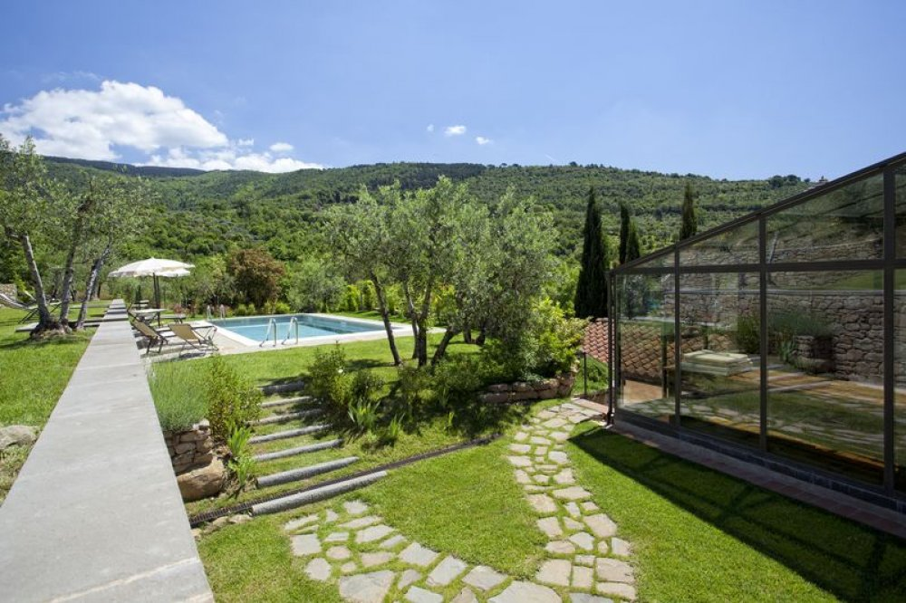 cortona-villa-pool.jpg