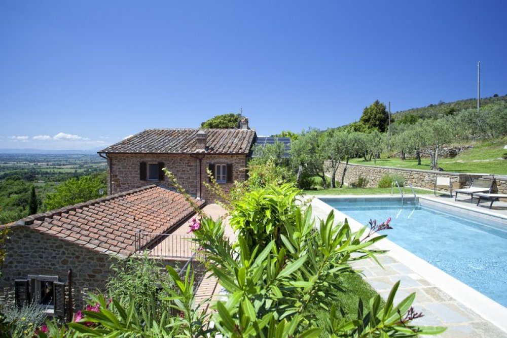 cortona-villa-with-pool-and-view.jpg