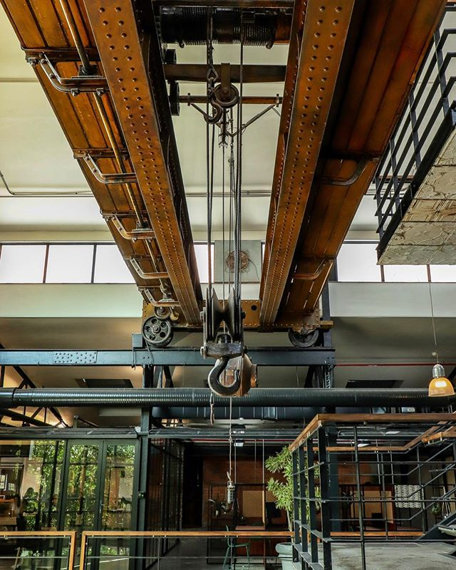 Have you seen the 100 year old crane which is set in the ceiling of IC | IC iii yet? #IdeasCartel #CartelCulture #CapeTown #Office #OfficeSpace #ServicedOffice #LuxuryOffice #Workspace #Community #Business #Entrepreneur #Office #MeetingRooms #Boardrooms #Design #capetownmag
