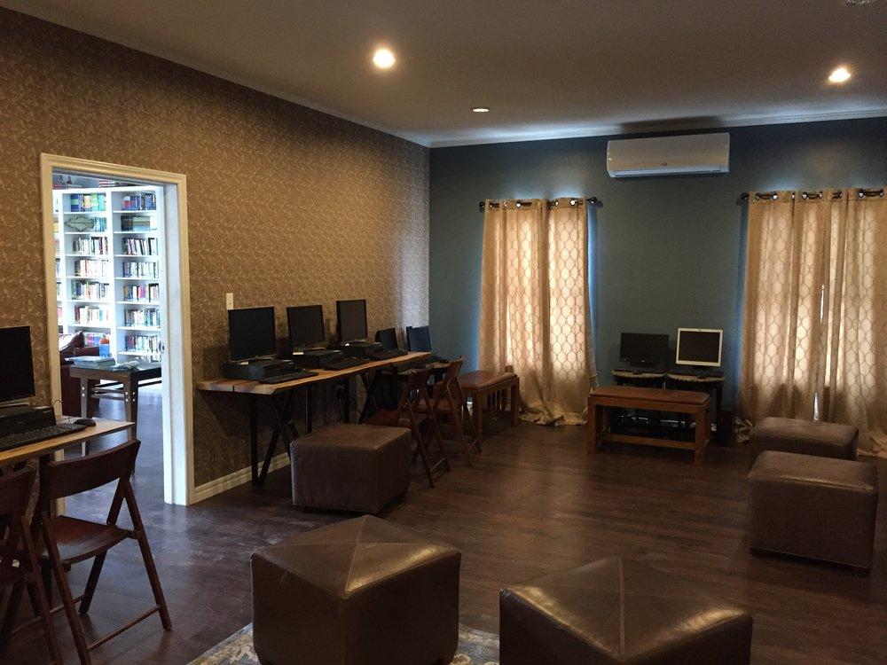 honduras comp lounge 2.JPG