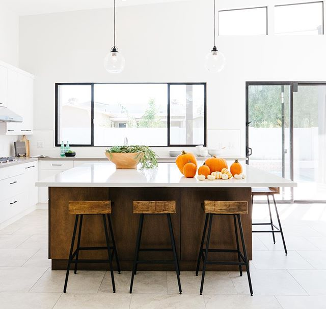 Fall is here! The temps are finally under 90 and you better believe I am soaking in every minute of it... at the soccer fields, all. weekend. long. ⚽️🍂😊 Simple pumpkins are the extent of our fall decor right now. Do you go all out or keep it simple? PC | @rennaihoefer #lgdstaging #homestaging #kitchensofinstagram #kitchen #decor #fall #pumpkins #phoenixrealestate
