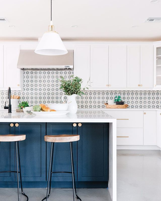 Happy Thursday! We are headed out of town today for some Fall break fun with our kiddos. What are you up to this weekend? Kitchen renovations anyone? 😉 PC | @rennaihoefer #lgd11thaveproject  #lgddesign #interiordesign #modernhome #kitchendesign #kitchenremodel #hometour #interiordecor #tile #inspiration #entrepreneur #interiordesigner #designinspo #lgdstaging #homedesign #homestaging