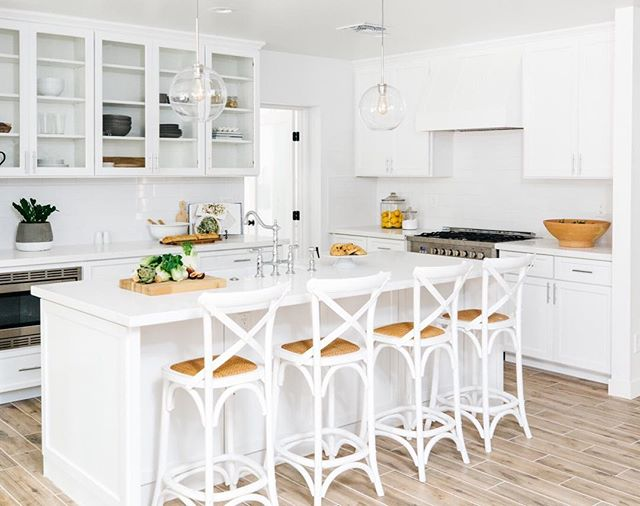 It's staging day and it's all hands on deck at LGD. Follow our stories today to see our team in action (while drinking lots of coffee). PC | @rennaihoefer ⠀⠀⠀⠀⠀⠀⠀⠀⠀ #lgdstaging #lgddesign #lexigracedesign #housetour #interiordesign #modernhome #whitedecor #kitchenremodel  #thatsdarling #kitchensofinstagram #kitcheninspo #theeverygirlathome #whitekitchen #interiordesigninspo #homestyleinspo #hgtv #myhousebeautiful #finditstyleit
