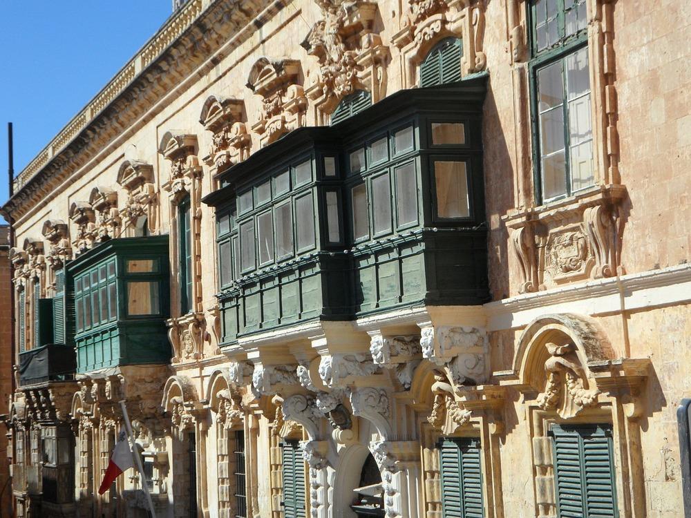 facade-116608_1280.jpg