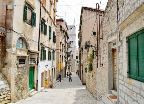 small-streets-of-sibenik-283x205.jpg