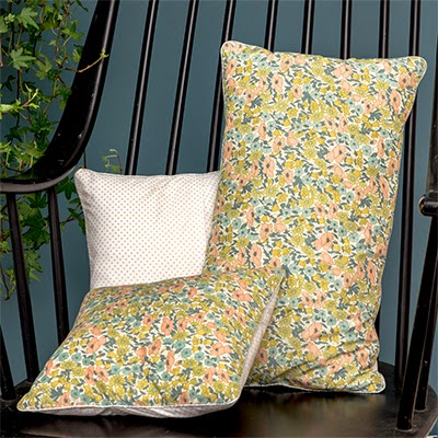 www.lepetitflorilege.com/catalogue/coussin-en-tissu-liberty-daisy-poppy.html