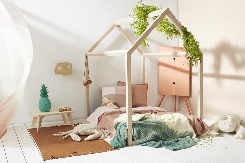chambre enfant lit maison pastel bois cabane