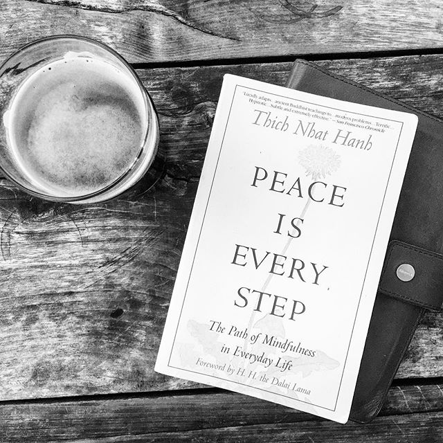 A sunny afternoon in Austin, a tasty stout & some mindful reading to kick off the week. Peace is every pint! 🍺✌🏼️ ///////////////////// #austin #texas #craftbeer #peace #blackandwhite