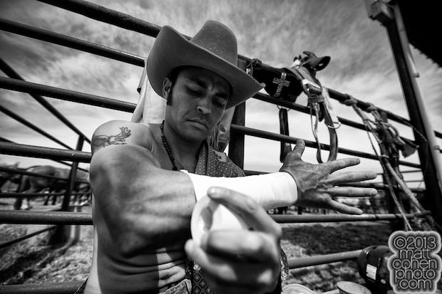 """2013 Oakdale Rodeo - Cesar """"Kid"""" Banuelos"""