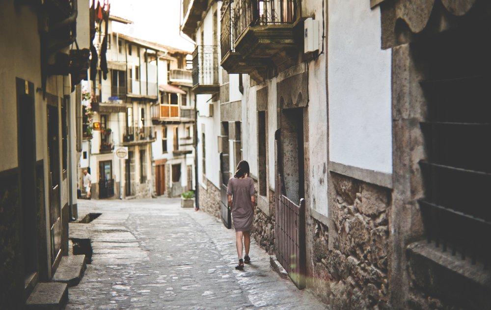 Cobblestone street. Photograph by  Francisco Moreno .
