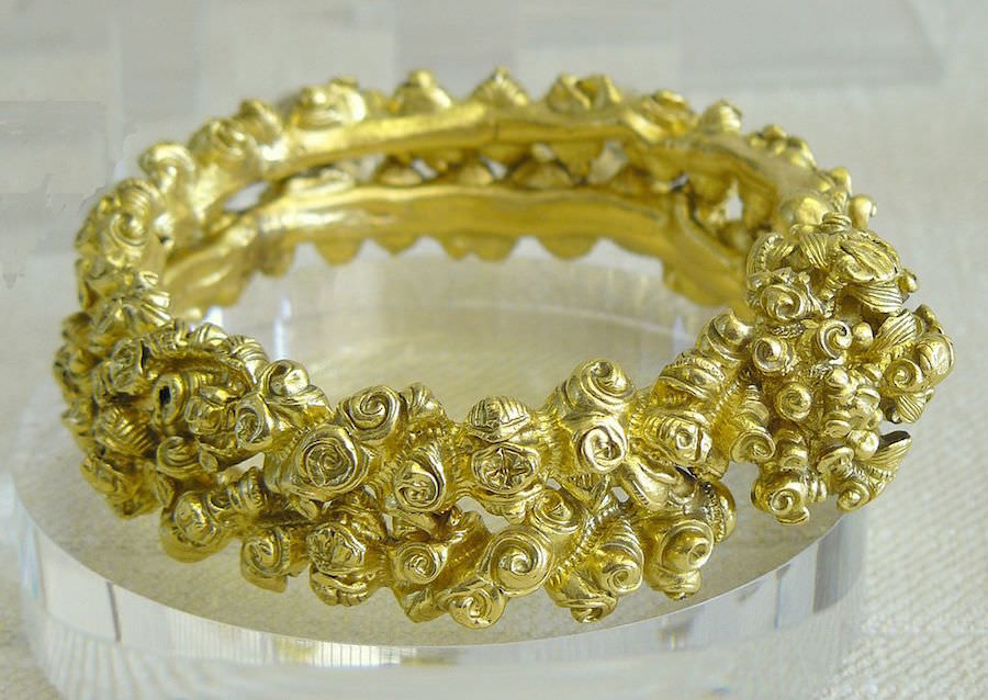 Pre-Christian Celtic bracelet from Aurillac, France. Photo by  Siren-Com .