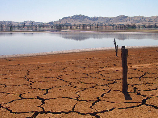 Drought-affected Lake Hume, Upper Murray River, Australia. Pic  suburbanbloke
