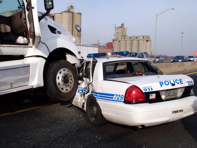 Police_car_crash_1.jpg