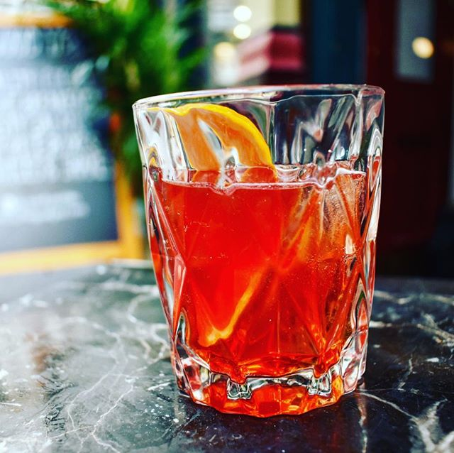 OI LOOK A NEGRONI. A little known fact of the team down here at the Good Yard, is that we're actually classy as fuck. Come check our cocktails, organic wines & craft beer - or just go to Weatherspoons. • • • #negroni #cocktails #craftbeer #organicwine #cutglass #tumbler #drinks #booze #fighting #lager #kebabs #drownmysorrows #existentialcrisis #friday #friyay