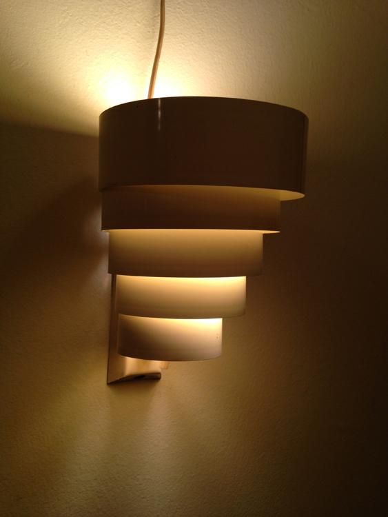 "Vintage Cream-Color Aluminum Art Deco Style Light Sconce Vintage 5-Tier aluminum-sculpted light fixture. Natural cream color. Neutral glow when lit. In working order with original electrical cord. 6""wide x 8""high x 7""deep.  $25"