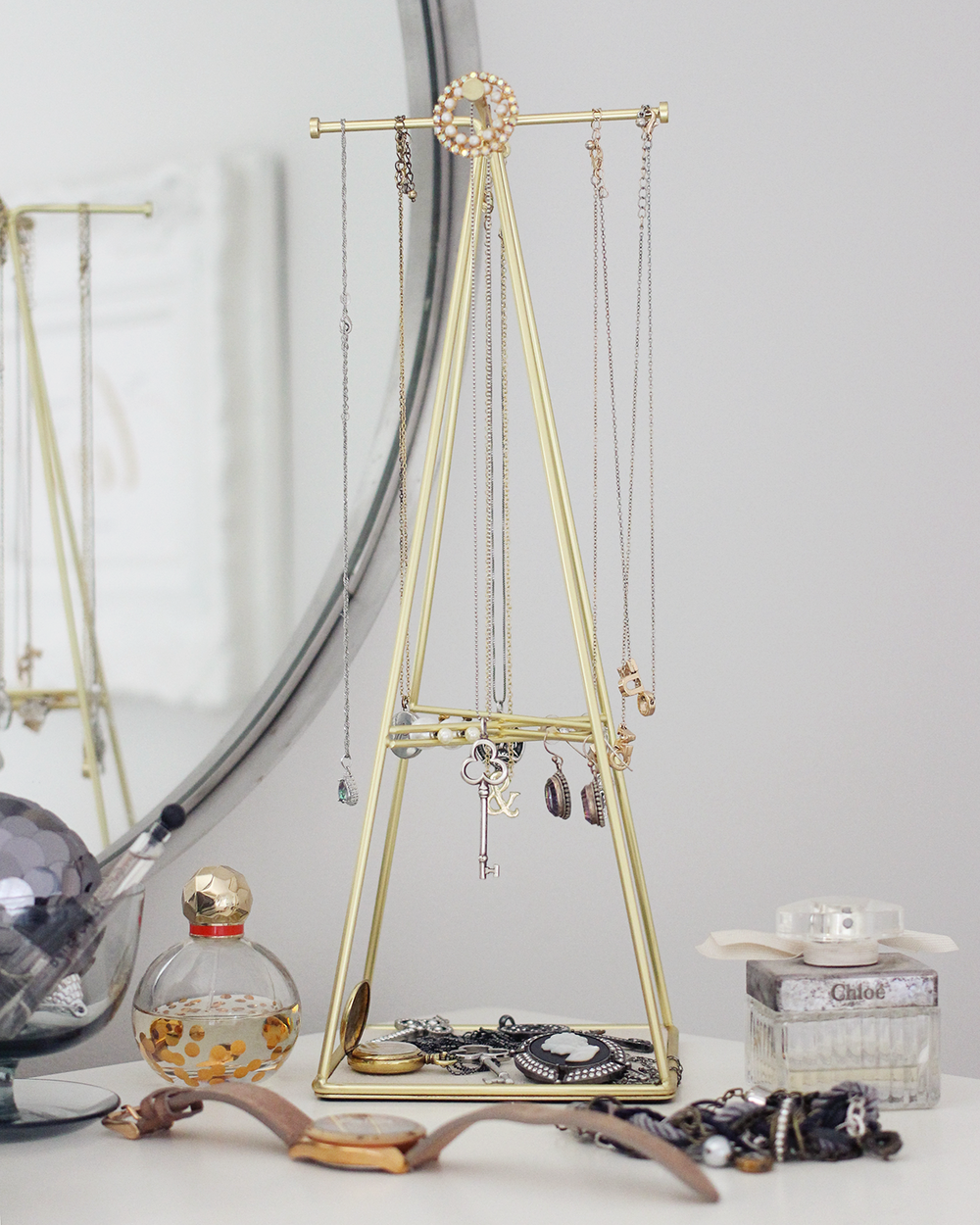 Gal Meets Glam x Bauble Bar T-Bar Jewelry Stand   || for all my Canadian friends,  Chapters Indigo sells one that's similar !